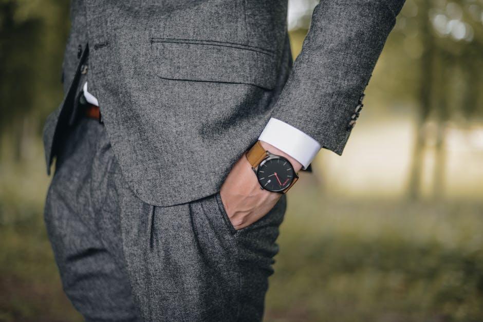 Eleganckie skórzane buty męskie – perfekcyjne uzupełnienie garnituru