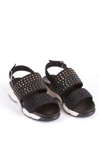 model butów pinko